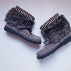 Minnetonka Suede Faux Fur Trim Boots Size 9.